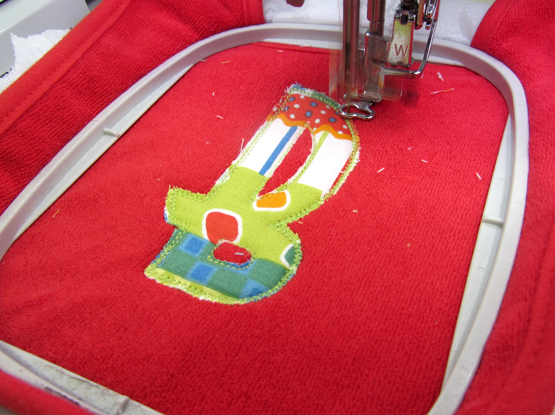 applique baby bib